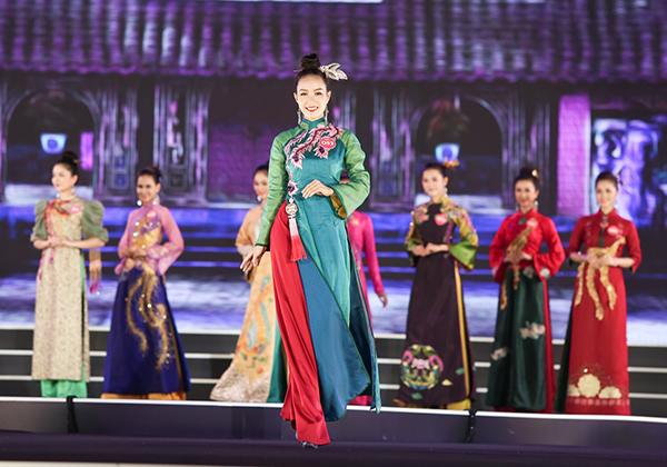 Top 3 Người đẹp biển của Hoa hậu Việt Nam 2018 diễn bikini bốc lửa