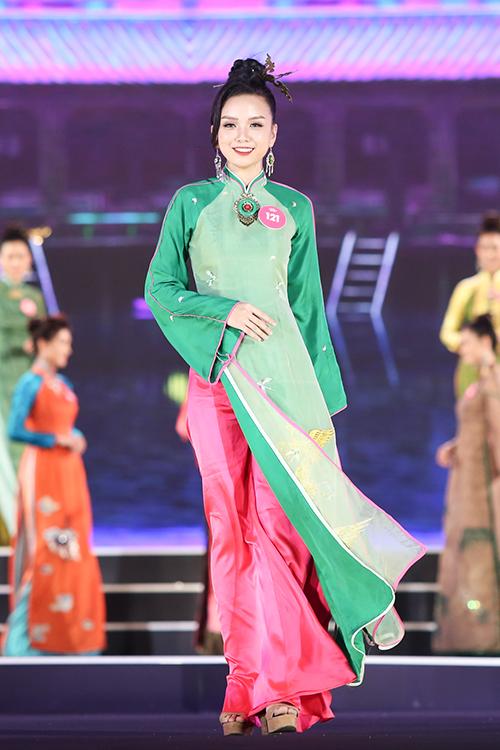 Top 3 Người đẹp biển của Hoa hậu Việt Nam 2018 diễn bikini bốc lửa - 2