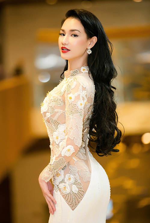 Thay cho vai trò MC như thường lệ, cô xuất hiện với tư cách nhà sản xuất phim điện ảnh và tham gia ký kết hợp tác đầu tư cho lĩnh vực này. Thời gian qua, Quỳnh Chi trở thành nhà đầu tư, nhà sản xuất phim sau thời gian khá dài chuẩn bị.