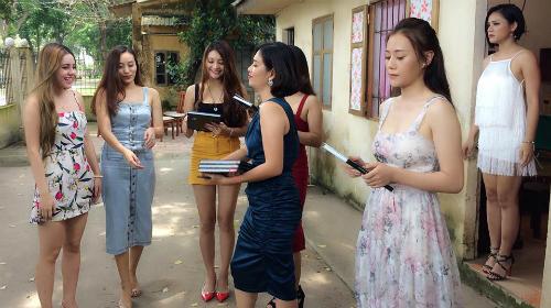 Dàn cave trong phim nhận Cẩm nang thả thính của chị Nguyệt.
