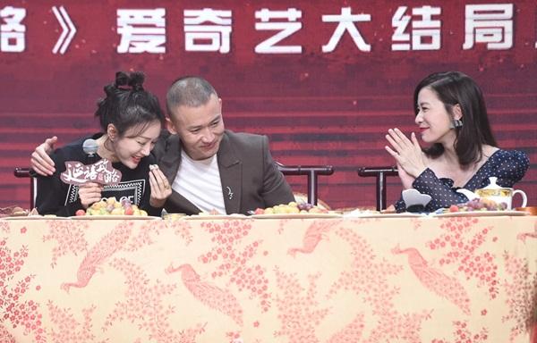 Cặp Đế Hậu Nhiếp Viễn và Tần Lam cũng khiến khán giả thích thú khi thể hiện tình cảm. Trên phim, Phú Sát hoàng hậu được vua Càn Long yêu sâu đậm nhưng vẫn không thoát khỏi số phận bi kịch.