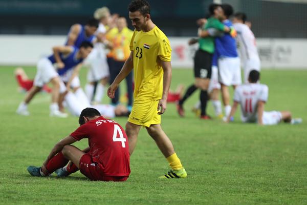 Giây phút buồn bã và đáng quên nhất của các cầu thủ Syria.