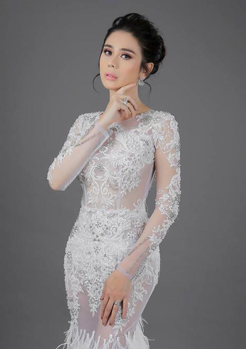 Lâm Khánh Chi duyên dáng với đầm xuyên thấu trong bộ ảnh mới.