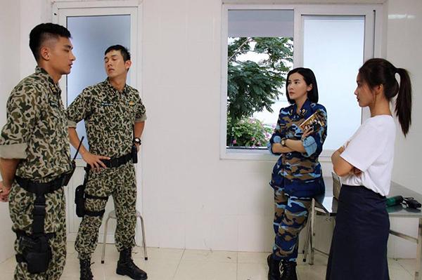 Cao Thái Hà tiết lộ hậu trường phim Hậu duệ Mặt trời bản Việt khi đã đi được nửa chặng đường.