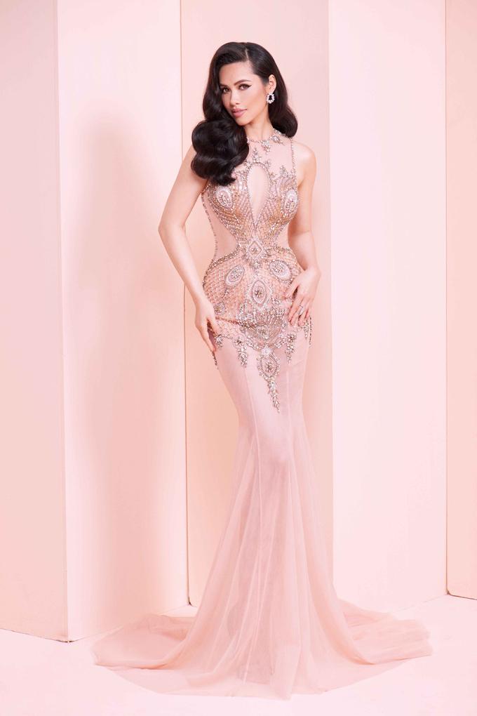 <p> Cô từng là đại diện Việt Nam tại Miss Universe 2011 ở Brazil. 7 năm trôi qua, người đẹp vẫn giữ được nhan sắc không mấy thay đổi.</p>