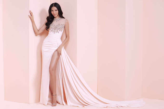 <p> Á hậu Hoàng Thùy sẽ có cơ hội tham dự Miss Universe 2019. Với vẻ đẹp kiểu high fashion, cô sẽ là một ẩn số thú vị.</p>