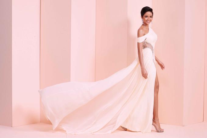 <p> Đương kim Hoa hậu Hoàn vũ Việt Nam H'Hen Niê sẽ tham gia Miss Universe 2018 diễn ra vào cuối năm nay.</p>
