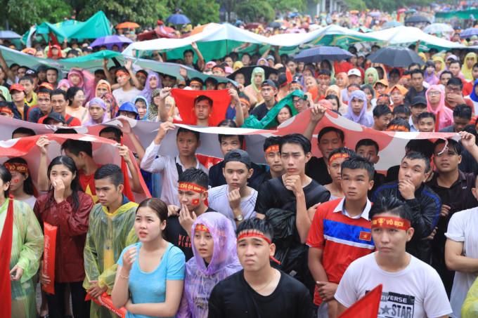 <p> Chiều 29/8, trận bán kết bóng đá nam Asiad 2018 giữa Olympic Việt Nam - Hàn Quốc diễn ra trong không khí hào hứng và nhận được sự chào đón, quan tâm nồng nhiệt của các cổ động viên Việt Nam.</p>