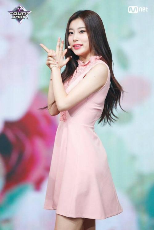 Top 20 Produce 48 khoe thần thái trên sân khấu trước chung kết - 3
