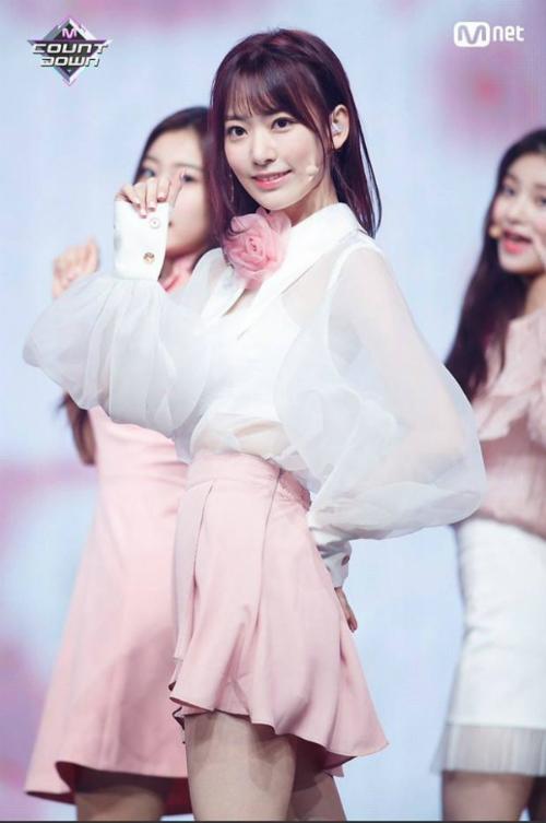 Top 20 Produce 48 khoe thần thái trên sân khấu trước chung kết