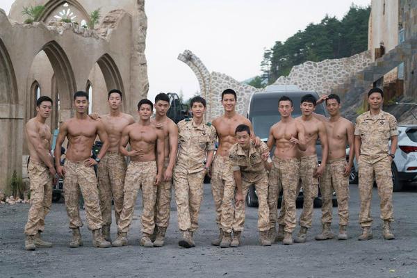 Hình ảnh trong phim Hậu duệ mặt trời bản Hàn Quốc khiến khán giả mê mẩn.