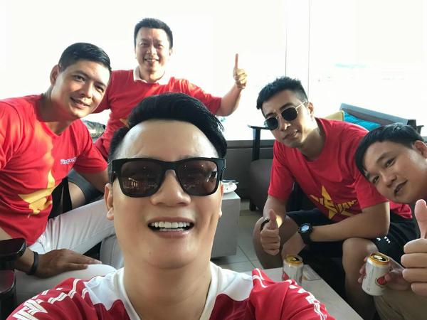 Hoàng Bách, Only C, Bình Minh sang Indonesia trực tiếp cổ vũ Olympic Việt Nam.