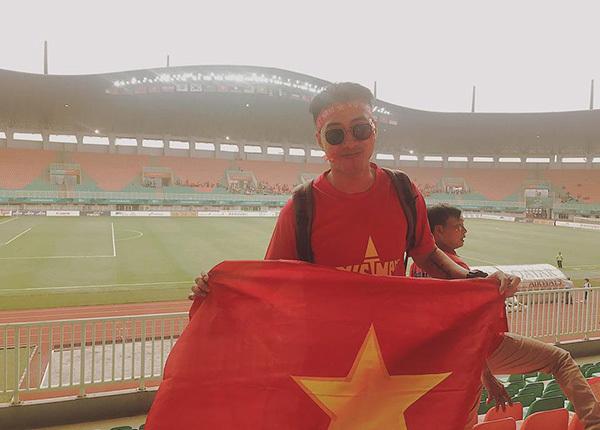 Only C sang Indonesia để cổ vũ đội tuyển Việt Nam ở trận bán kết gặp Olympic Hàn Quốc.