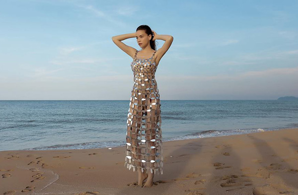 NTK nói gì khi váy mặc như không của Hà Hồ bị nghi đạo Jennifer Lopez