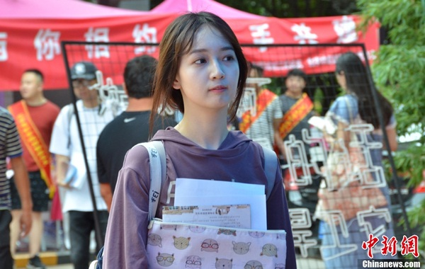 Nhan sắc nam nữ sinh trường nghệ thuật luôn được truyền thông và cộng đồng mạng Trung Quốc quan tâm bởi họ có thể là những ngôi sao trong tương lai.