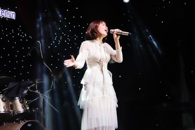<p> Ca sĩ Lưu Hương Giang xác nhận tham gia đêm nhạc từ khi có lời kêu gọi và hết mình cùng các anh chị em.</p>