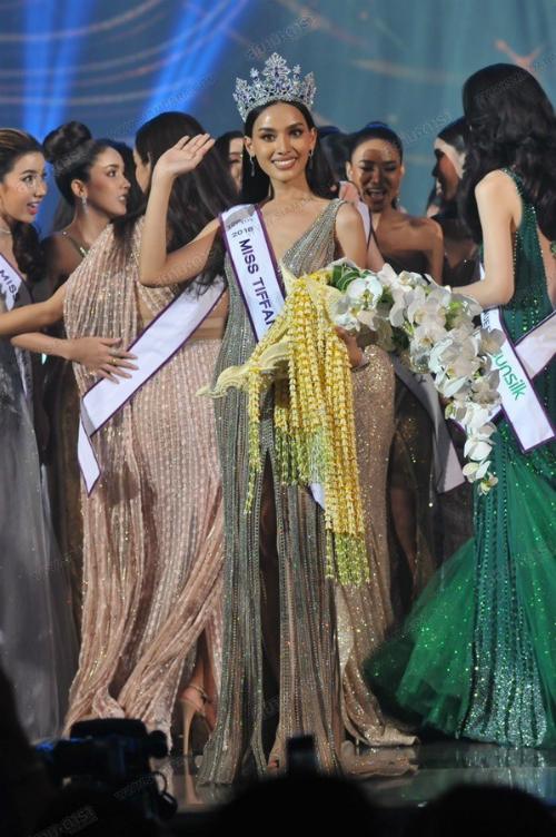 Tân Hoa hậu Chuyển giới Thái Lan sinh năm 1997. Cô cao 1m74 và nặng 50kg. Cô sinh viên chuyên ngành Văn học được đánh giá sở hữu nét đẹp khỏe khoắn, mạnh mẽ với làn da nâu bóng cùng đôi môi dày quyến rũ.