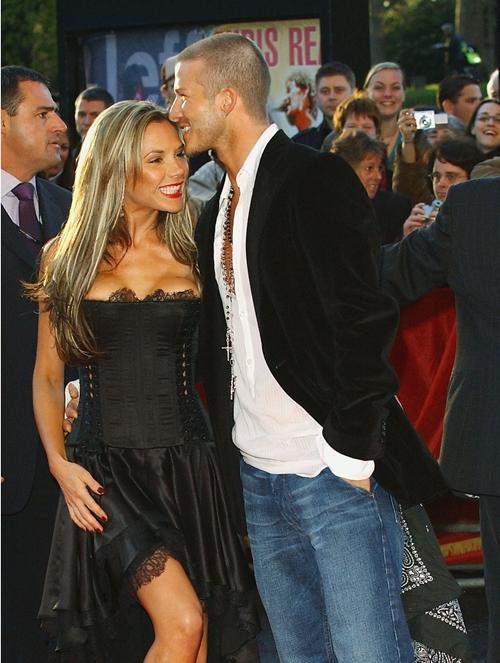 Vợ chồng Beck Vic tại một sự kiện năm 2004.