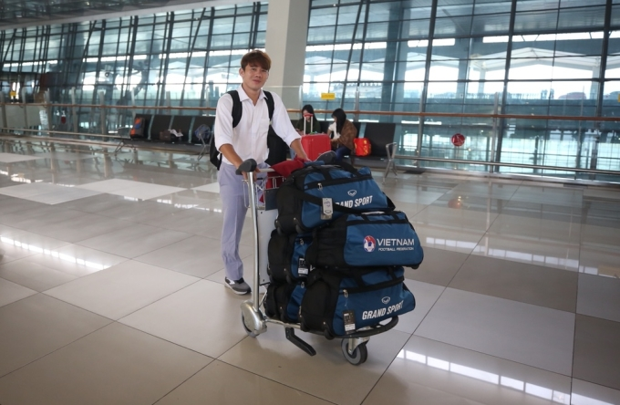 <p> Minh Vương cũng tỏ ra vui vẻ, hào hứng trước khi được trở về quê nhà sau gần 2 tuần lễ thi đấu.</p>