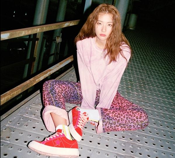 Ánh mắt giết người của Seul Gi khiến các tín đồ thời trang đổ gục.
