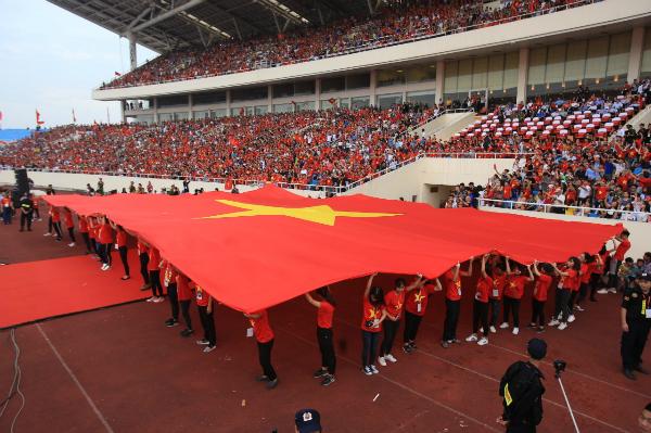 Hàng vạn khán giả có mặt tại SVĐ Mỹ Đình để chào đón Olympic Việt Nam.