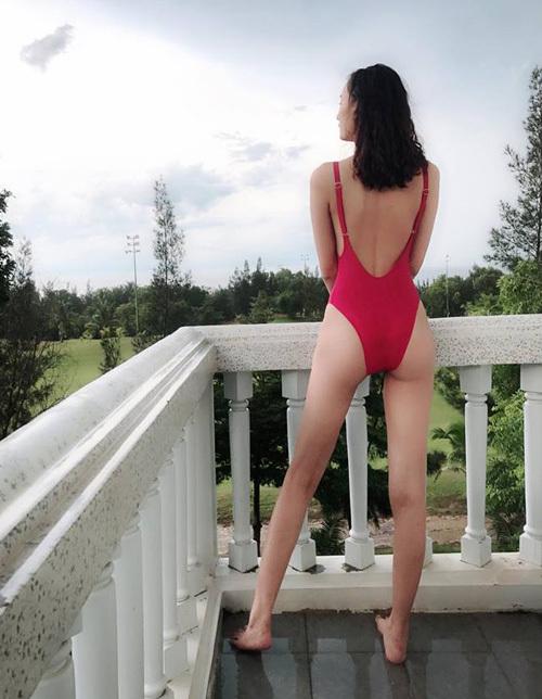 Từ một cô nàng cò hương, Lê Thúy lột xác gợi cảm bất ngờ sau thời gian chăm chỉ tập gym.
