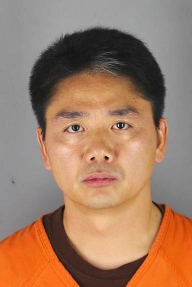 Bức ảnh được cho là chụp Lưu Cường Đông khi bị cảnh sát Mỹ tạm giữ.