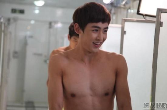 2PM lần đầu ra mắt công chúng với hình ảnh của những chàng trai tinh nghịch và vui tính.