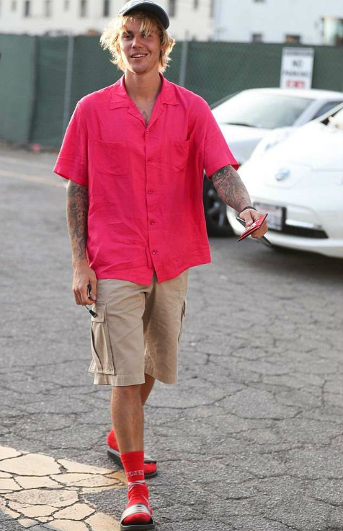 Style ông chú thập niên 90 của Justin Bieber - 2