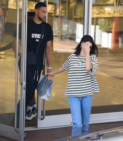 Kendall Jenner và Ben Simmons tại New York tháng 8.