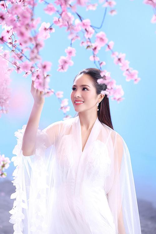 Dương Kim Ánh đẹp mơ màng reong MV cổ trang.