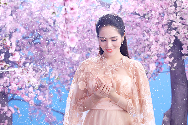 Khung cảnh mơ màng, liêu trai trong MV mới của người đẹp Dương Kim Ánh.