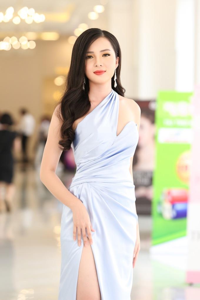 <p> Hoa khôi Cần Thơ Huỳnh Thúy Vi. Sắp tới cô sẽ đại diện Việt Nam tham dự đấu trường nhan sắcHoa hậu châu Á - Thái Bình Dương.</p>