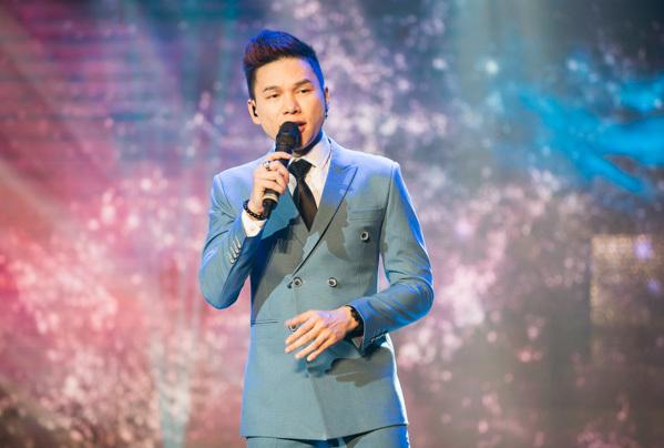 Ca sĩ Hoàng Tôn sau một thời gian dài đã quay trở lại bảng xếp hạng cùng ca khúc Người thương và anh đã mang ca khúc này lên sân khấu Làn sóng xanh Next Step một cách đầy đặn cảm xúc nhất. Qua nhiều năm, Hoàng Tôn vẫn giữ được danh hiệu nam ca sĩ có giọng hát cao vút và ngọt ngào nhất.