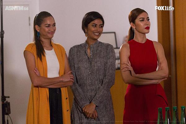 So với hai cô bạn từng thi Asias Next Top Model và quay trở lại làm HLV, Minh Tú có phần nhỉnh hơn về phong cách ăn mặc. Người đẹp khẳng định hình ảnh của một quý cô gợi cảm, quyền lực trong những bộ váy bó sát thân hình, cách trang điểm sắc sảo.