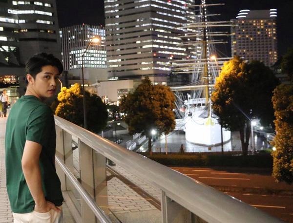 Noo Phước Thịnh dạo phố Nhật Bản về đêm.