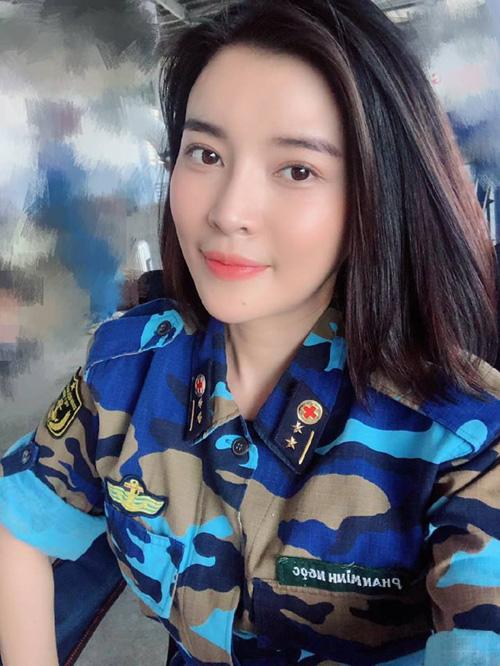 Cao Thái Hà quay phim suốt ngày nhưng vẫn giữ được da đẹp không tì vết.