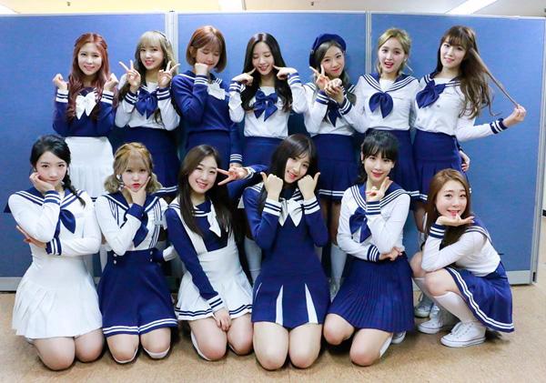 Trong khi nhiều girlgroup thường bị chê đồ diễn sến súa, thiếu tạo ra sự ăn ý giữa cả nhóm thì Cosmic Girls hiếm bao giờ mắc lỗi trang phục. Dù là nhóm có rất đông đảo thành viên nhưng style của từng người luôn rất cân bằng.