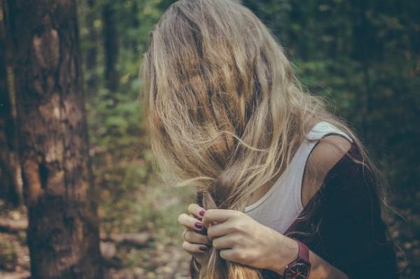 Mái tóc cho biết gì về sức khỏe của bạn - 1