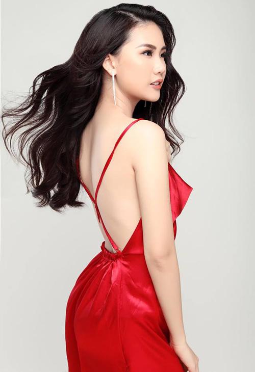 Ở vòng đầu tiên, Quỳnh Hoa là thí sinh được cả hai HLV Hương Giang và Kỳ Duyên tranh giành. Tuy nhiên cuối cùng cô chọn về đội của HLV Hương Giang. Hoa hậu chuyển giới cho rằng điểm chung của cả ba người đều là từ một hoa hậu chuyển sang hướng high fashion nên không khó để đạt được thành công.