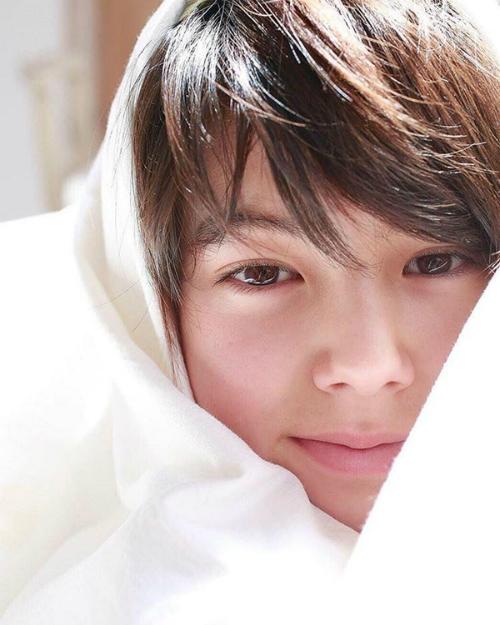 Cậu bé lai Đức - Nhật nếu debut hội chị em chỉ có nước xin chết - 1