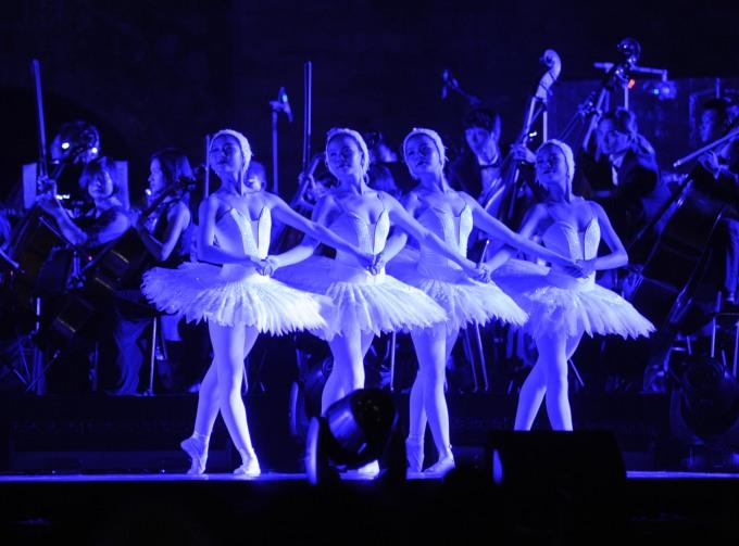<p> Vở ballet<em> Hồ thiên nga </em>đem đến những cảm xúc sâu lắng.</p>