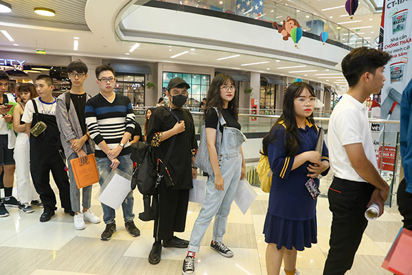 Wings up - chắp cánh tài năng thiết kế Việt là một digital show dành cho các bạn trẻ có đam mê với nghề thiết kế thời trang. Cuộc thi với 4 vòng thi sẽ mang đến những chủ đề và thử thách để góp phần giúp những nhà thiết kế cọ sát và đua tài với nhau. Những thí sinh xuất sắc nhất sẽ có cơ hội sở hữu sàn diễn lớn đầu tiên trong sự nghiệp và tham gia một chuyến trải nghiệm tại Seoul Fashion Week.