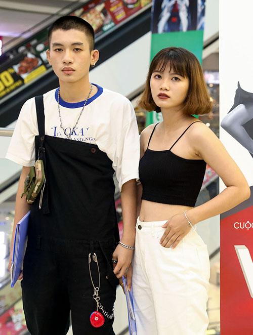 Hầu hết họ là sinh viên chuyên khoa thiết kế thời trang tại các trường đại học lớn, trong số đó, có nhiều fashionista và du học sinh yêu thiết kế đến từ các nước Đông Nam Á cũng tranh thủ thời gian đến để thử sức tại cuộc thi.