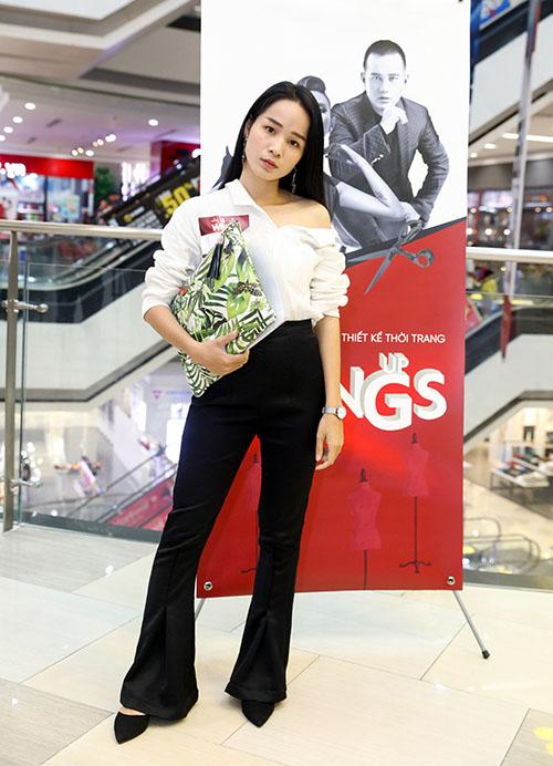 Phí Phương Anh chặt chém với váy tụt, áo màu chóe - 8