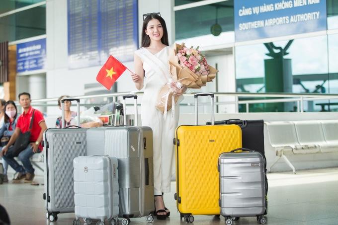 <p> Ngày 14/9, Hoa khôi Huỳnh Thuý Vi chính thức lên đường sang thủ đô Manila, Philippines để bắt đầu các hoạt động của cuộc thi Miss Asia Pacific International (Hoa hậu châu Á Thái Bình Dương).</p>