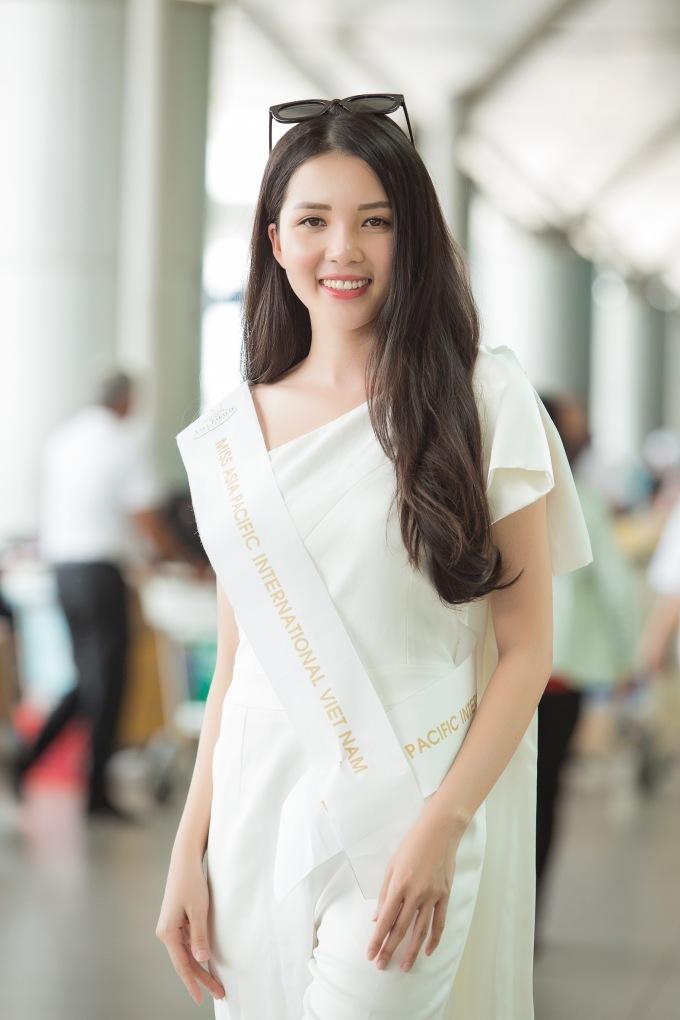 <p> Miss Asia Pacific International diễn ra từ 15/9 - 4/10. Đây là cuộc thi sắc đẹp có lịch sử lâu đời nhất ở châu Á, lần đầu tiên được tổ chức vào năm 1968. Mục đích chính của cuộc thi là quảng bá thông điệp hòa bình, sự thiện chí về thương mại và du lịch của các nước thành viên tham gia cuộc thi. Đại diện Việt Nam năm nay được kỳ vọng sẽ tiếp tục gặt hái thành công sau Vương Thanh Tuyền, Hoàng Thu Thảo.</p>