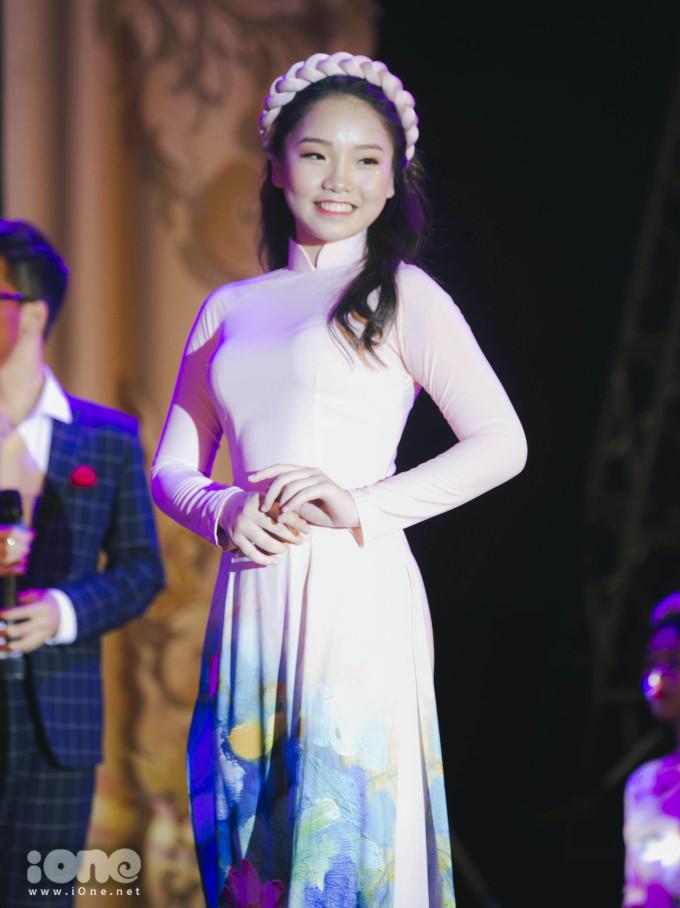 <p> Trang Linh trong trang phục truyền thống.</p>