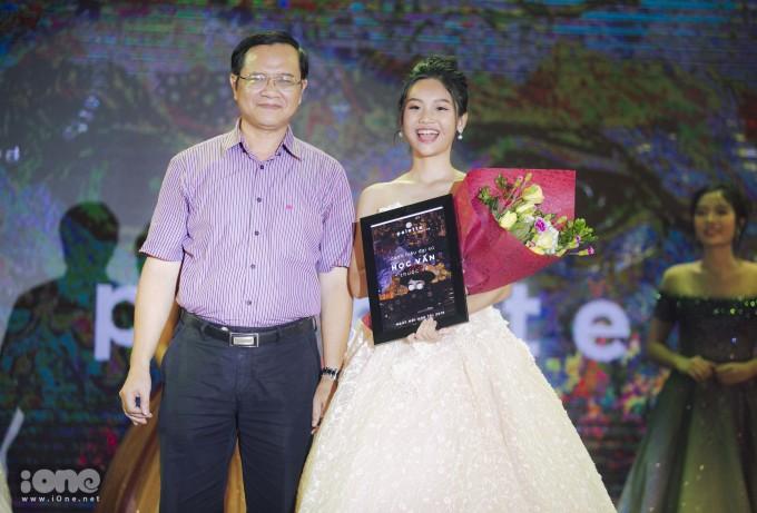 <p> Nguyễn Minh Thi giành giải Đại sứ học vấn.</p>