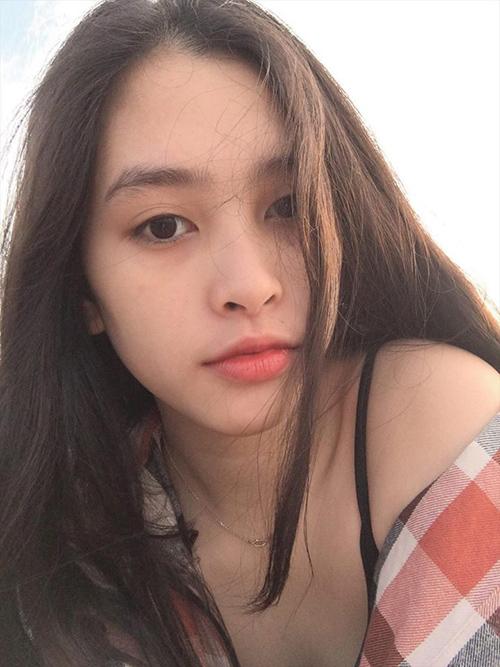 Gương mặt mộc xinh đẹp của Hoa hậu 10x.